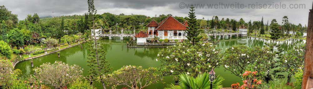 Blick vom Aussichtspunkt oberhalb dem Wasserpalast Puri Taman Ujung, Ostbali