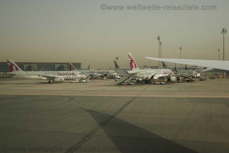 Flugzeuge am Flughafen von Doha