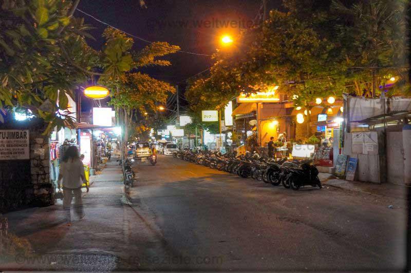 Hauptstrasse von Sanur bei Nacht
