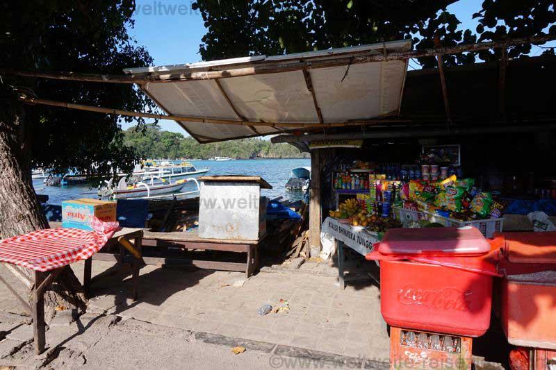 Geschäft am Hafen von Padang Bai