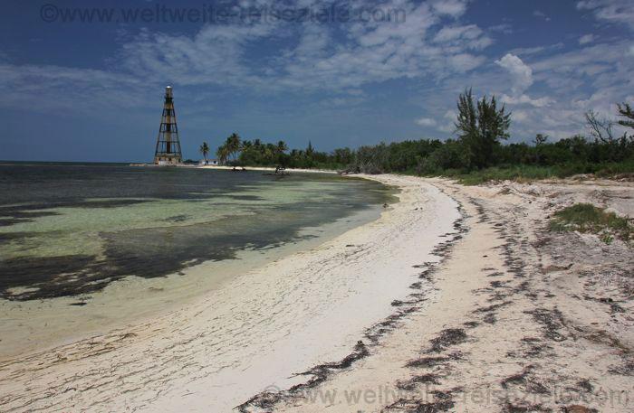 Strand und Leuchtturm von Cayo Jutias