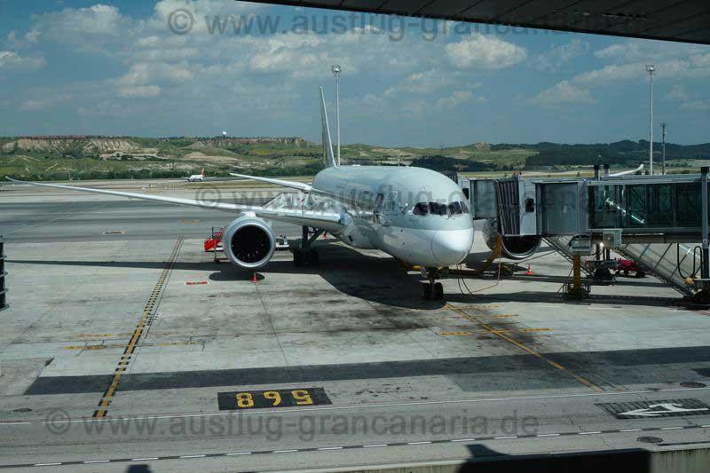 Boeing 787 von Qatar am Flughafen Madrid