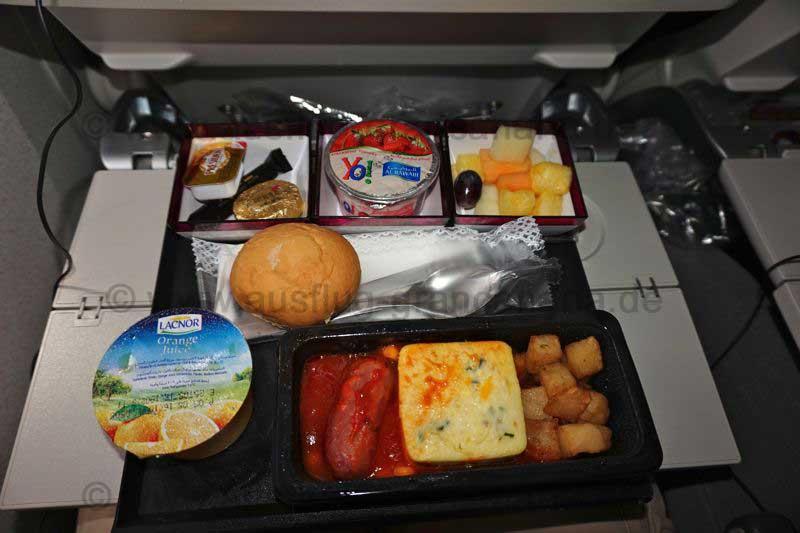 Frühstück mit Qatar, Flug Doha nach Denpasar, Bali