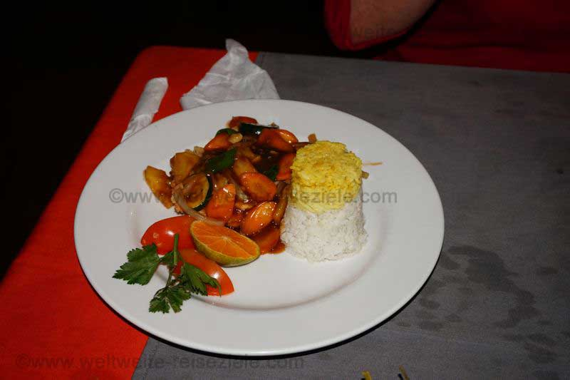 Huhn al Orange mit Reise, Restaurant Bali, Padang Bai