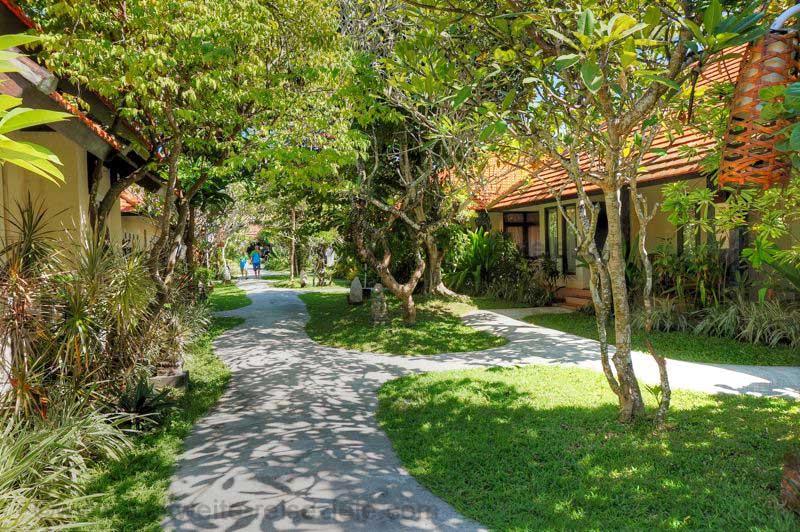 Garten vom Hotel Peneeda View Beach in Sanur, Bali