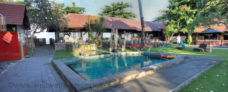 Hotelpool vom Hotel Peneeda View Beach in Sanur