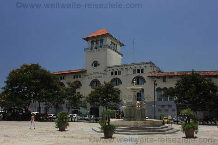 Hafen Terminal am Platz von San Francisco de Asis, Havanna