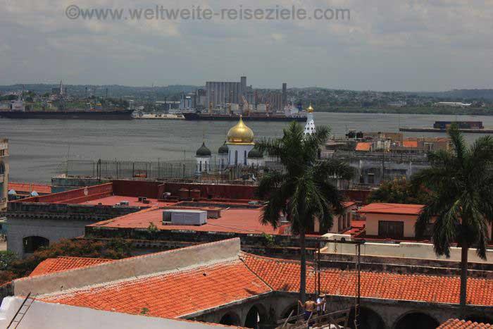 Ausblick vom der Kirche von San Francisco de Asis zum Hafen von Havanna