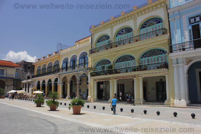 Renovierte koloniale Häuser an der Plaza Vieja, Havanna