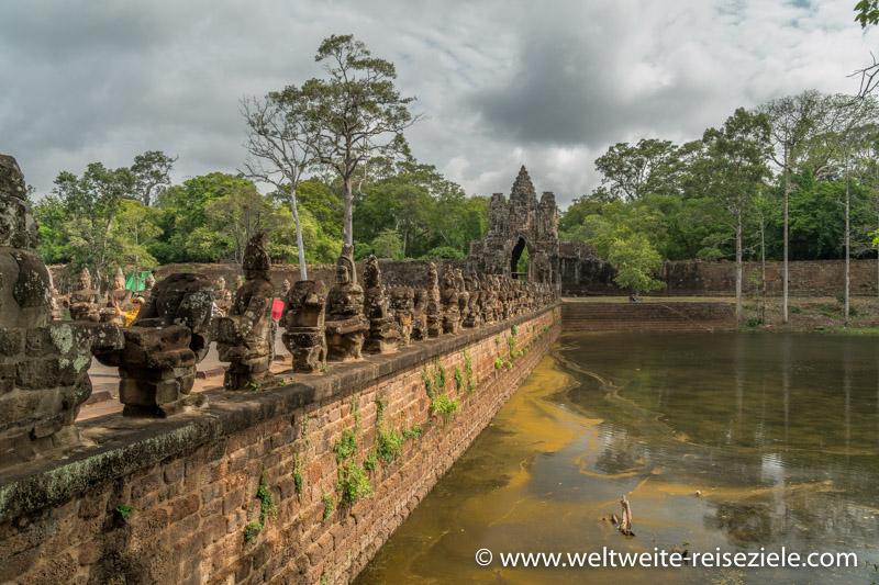 Brücke mit Steinfiguren, Südeingang Angkor Thom