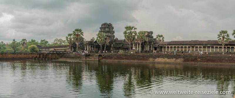 Wassergraben und Tempel Angkor Wat