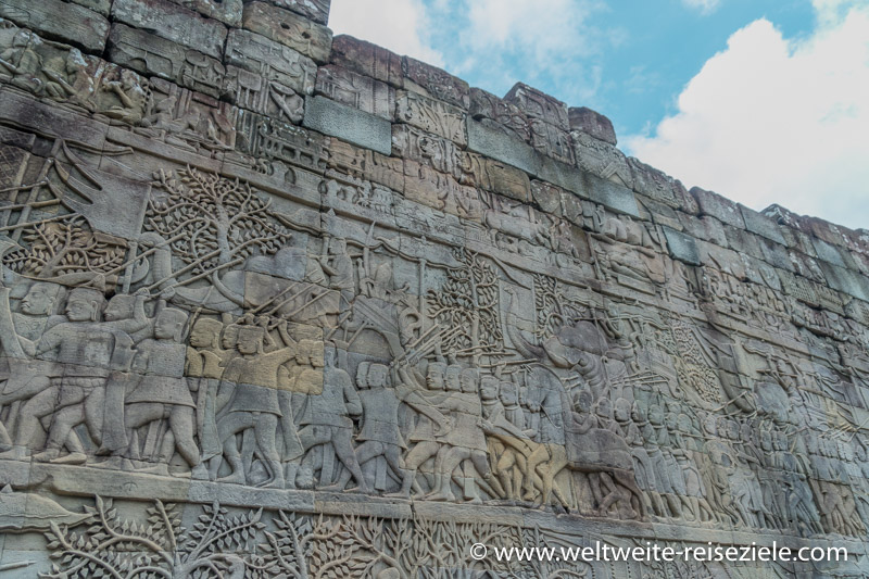 Relief, Kriegszug auf einer Mauer im Bayon Tempel