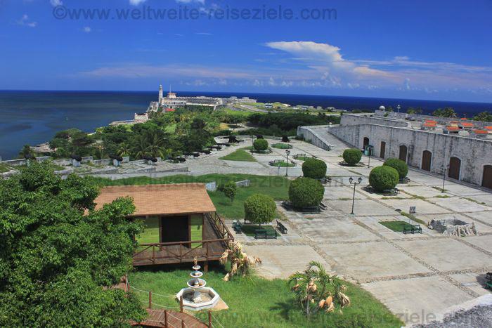 Blick von der Festung Fortaleza San Carlos de la Cabaña zur Burg El Morro
