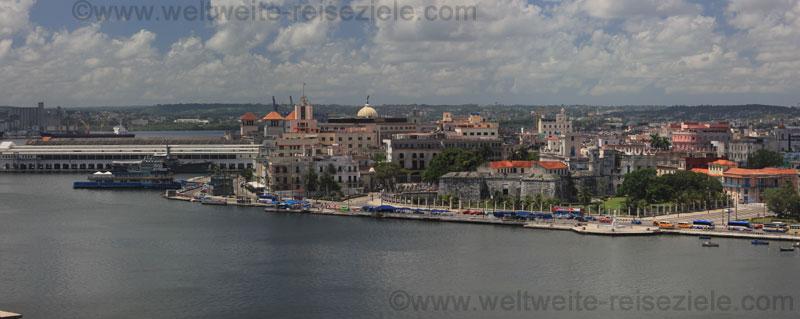 Blick von der Festung auf die Altstadt von Havanna