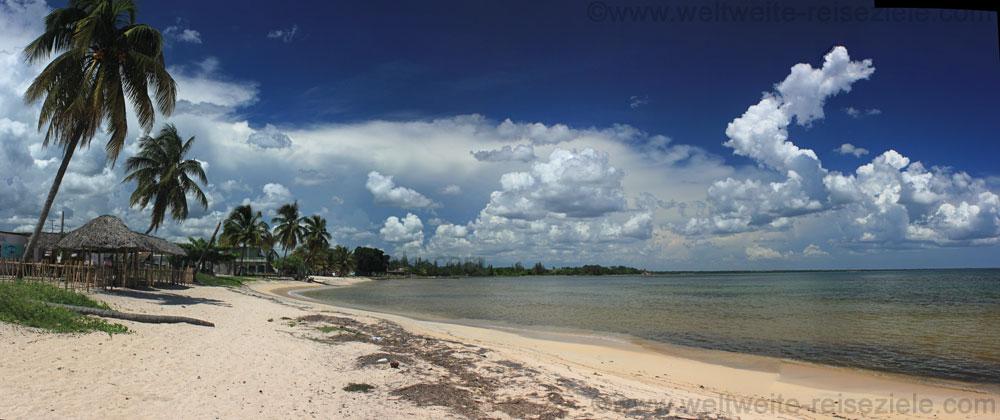 Strand bei Playa Larga an Schweinebucht, Bahia de Cochinos, Kuba
