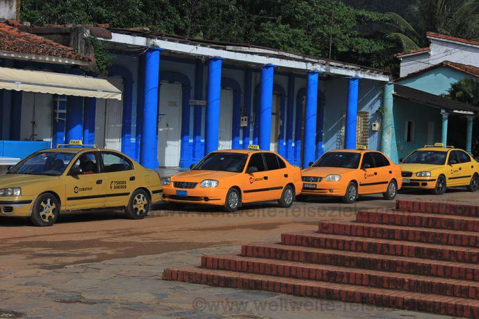 Taxis im Ort Vinales