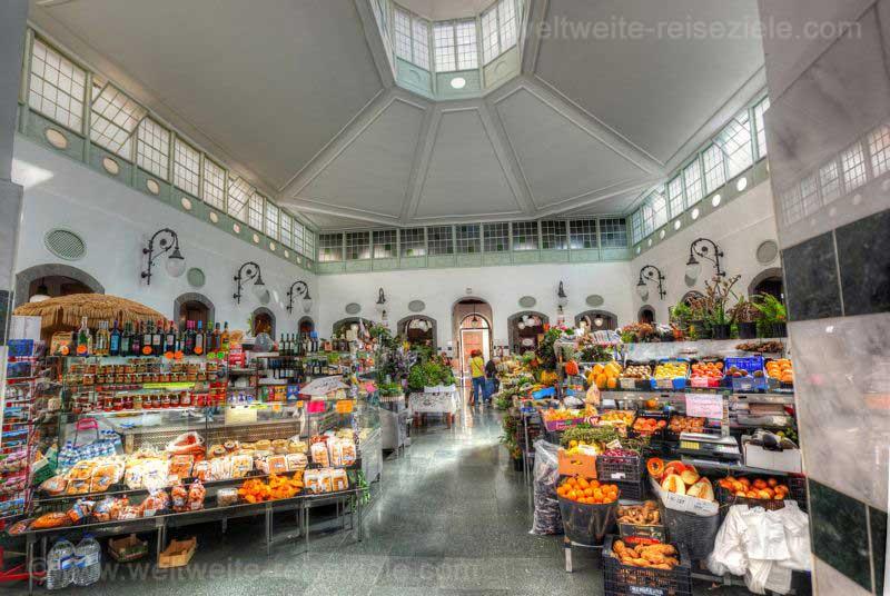 Markthalle mit Obstständen Santa Cruz