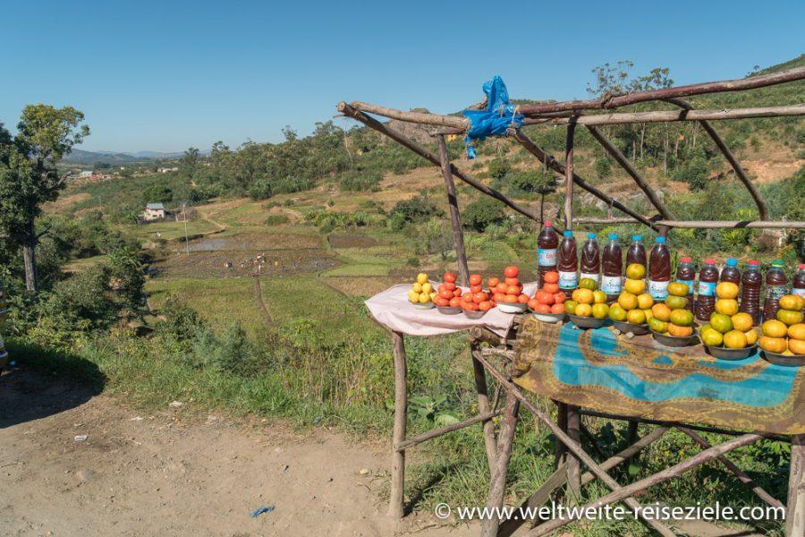 Stand mit Obst, Orangen und Honig, Madagaskar