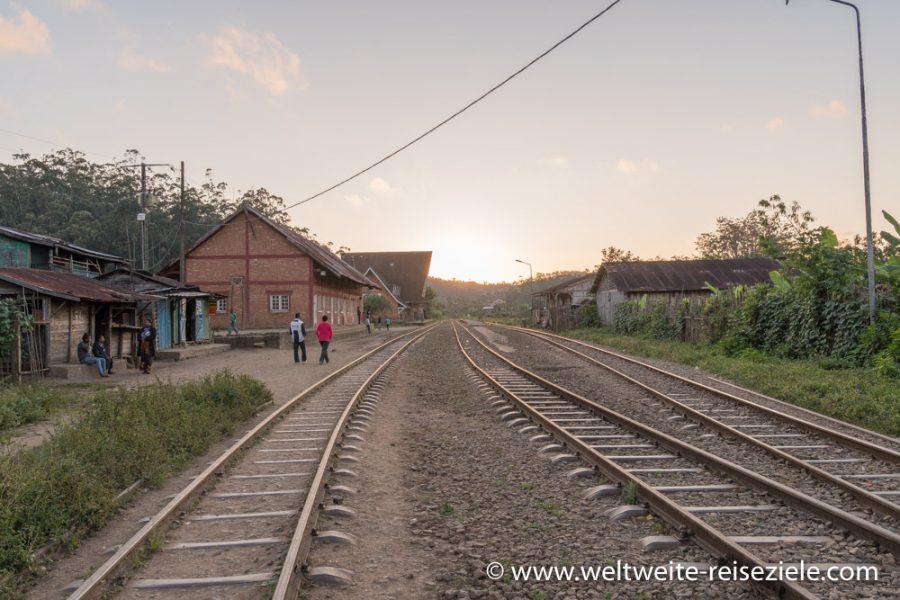 Bahnhof von Andasibe, Madagaskar