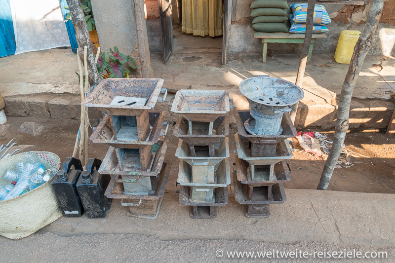 Stand mit Öfen zum Kochen für Holzkohle, Madagaskar