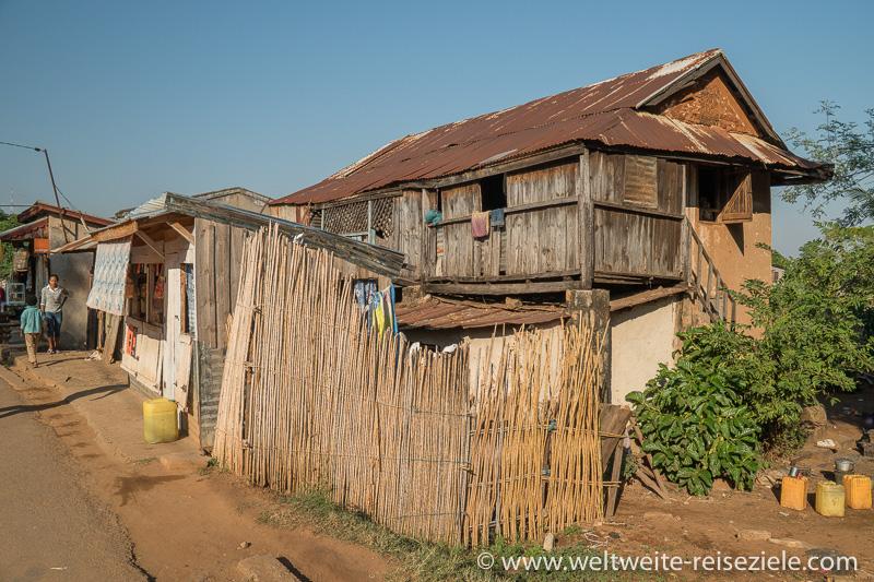 Typisch madagassisches Gebäude in Miandrivazo
