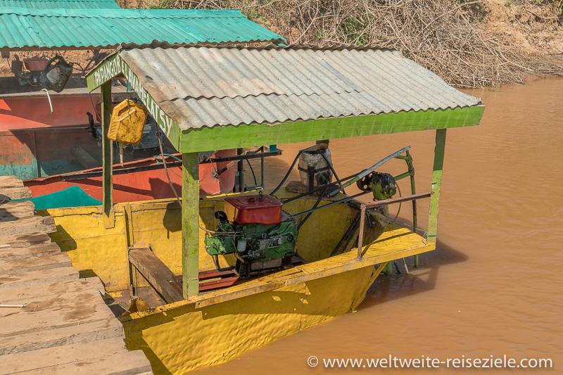 Bunte Schiffe, Antrieb der Fähren über den Fluss Tsiribihina