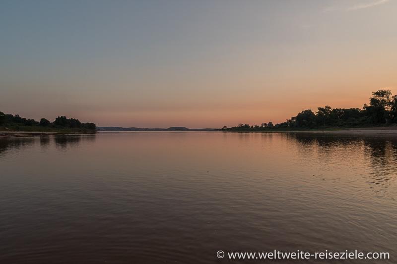 Sonnenuntergang am Fluss Manambolo, kurz vor Bekopaka