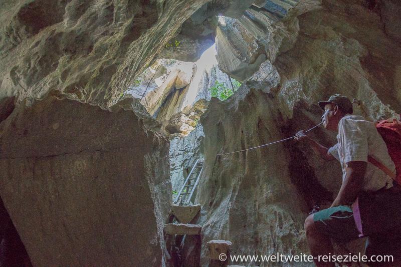 Klettersteig mit Seil und Leiter am Tsingy de Bemaraha