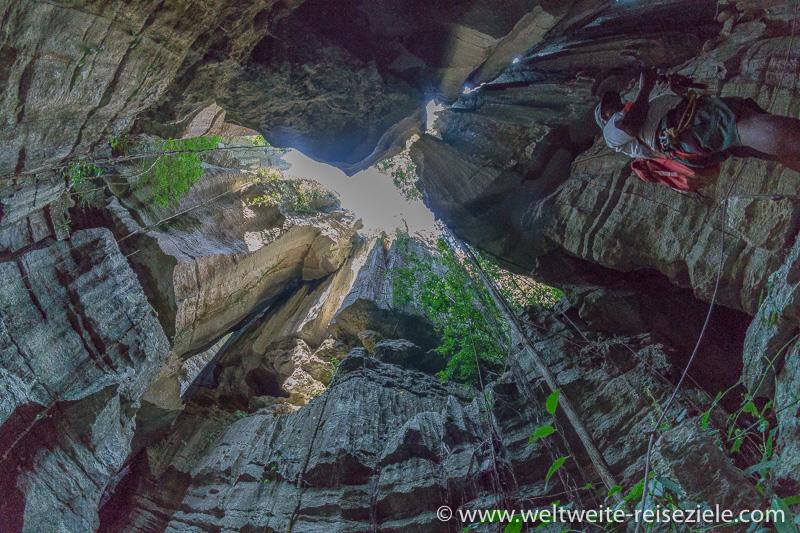 Hoch aufragende Felsen, Wanderung Tsingy de Bemaraha