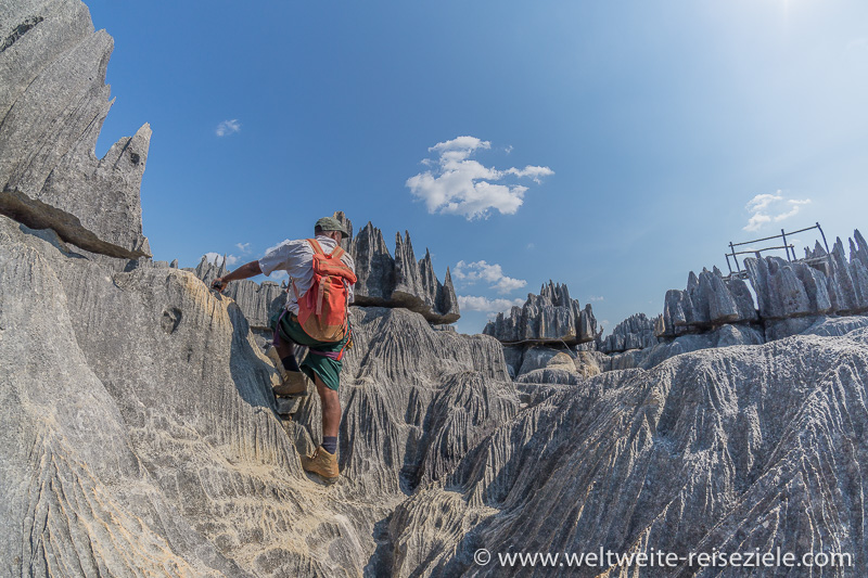 Die letzten Meter vor dem Aussichtspunkt am Tsingy de Bemaraha