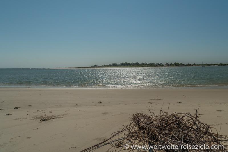 Blick von der Insel Betania zum Strand von Morondava