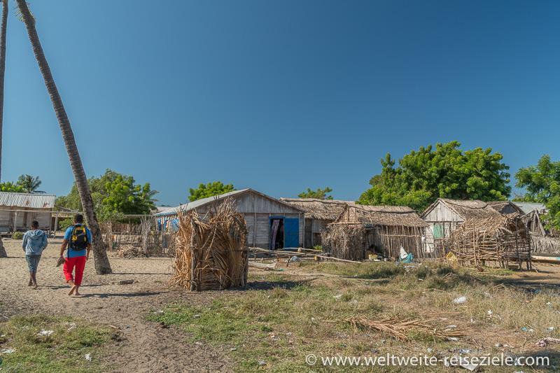 Häuser aus Stroh und Holzzweigen der Fischer, Morondava