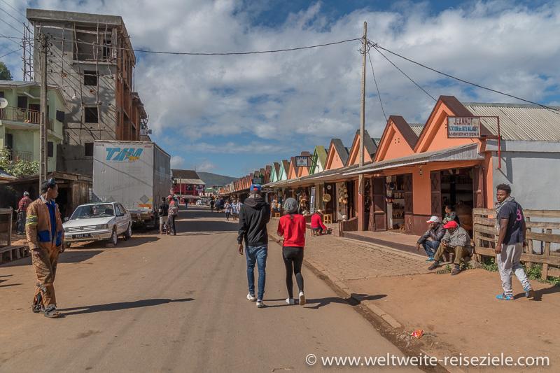 Ambositra, Stände mit Kunsthandwerk, Madagaskar