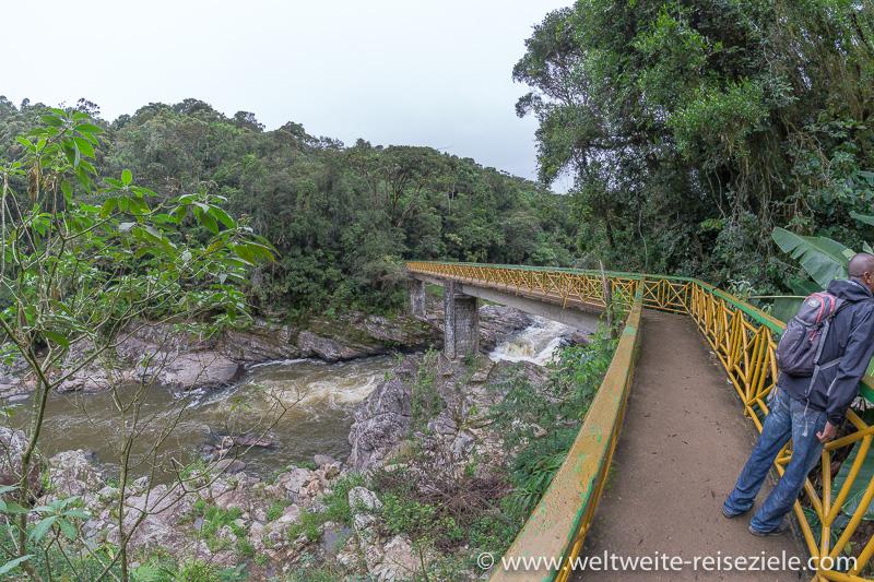 Brück über den Fluss Ranomafana, Zugang zum Nationalpark