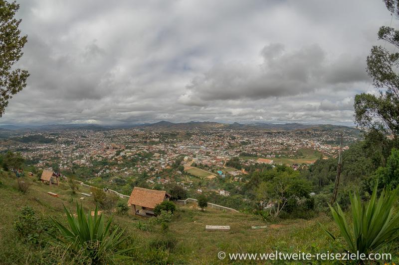 Aussichtspunkt mit Blick über Fianarantsoa, Madagaskar