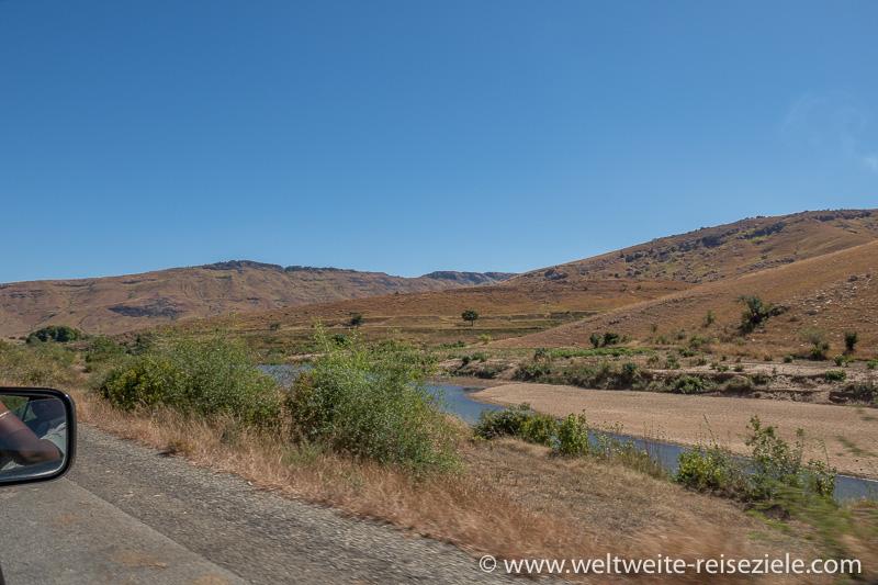 Fluss an der Strasse von Ambalavao nach Ihosy, Madagaskar