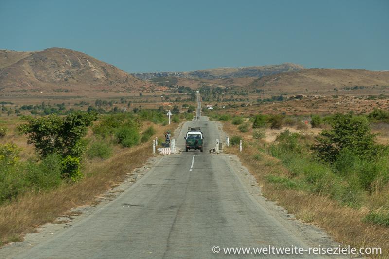 Gerade Strasse von Ihosy in Richtung Ranohira