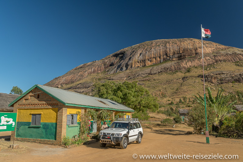 Eingang Park von Anja, bei Ambalavao, Madagaskar