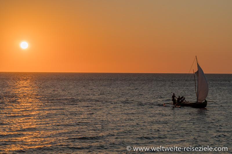 Sonnenuntergang am Strand von Mangily