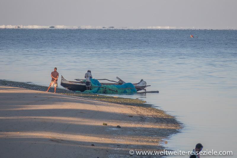 Fischerboot am Strand von Mangily