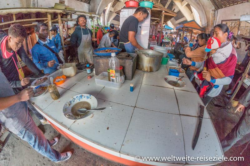 Essensstand in der Markthalle von Antsirabe