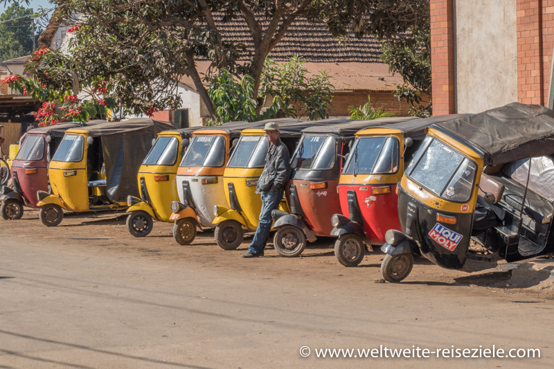 Tuk Tuk Taxis in Antsirabe, Madagaskar