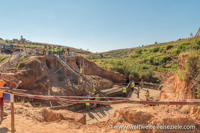 Brückenbau nach Monsun auf Madagaskar