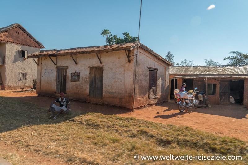 Rustikales, einfaches Haus im Zentrum von Madagaskar zwischen Antsirabe und Mandoto