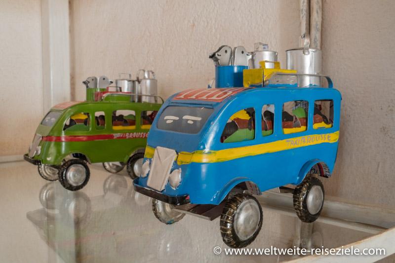 Miniaturmodell eines alte Citroen Busses, Taxibus, Madagaskar