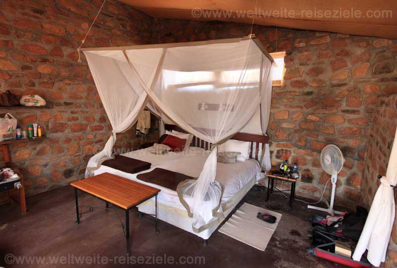 Innen, Zimmer, Bett mit Mosquitonetz, A Little Sossus Lodge