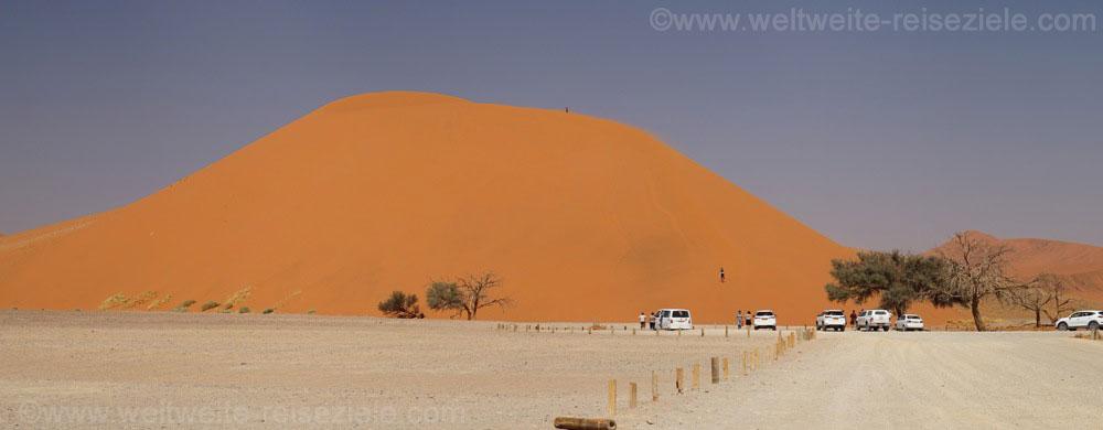 Düne 45 mit Parkplatz, Sossusvlei, Namibia