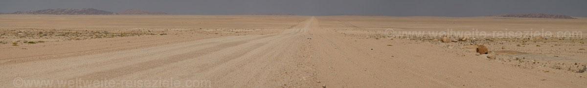 Strasse Namibwüste vor Walfischbay
