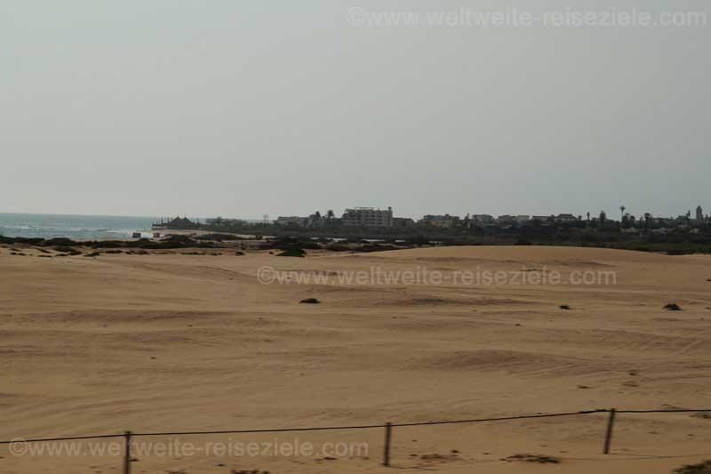 Wüste und Strand kurz vor Swakopmund, Namibia