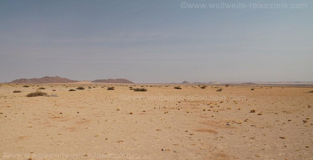 Wüstenlandschaft zwischen Sossusvlei und Solitaire